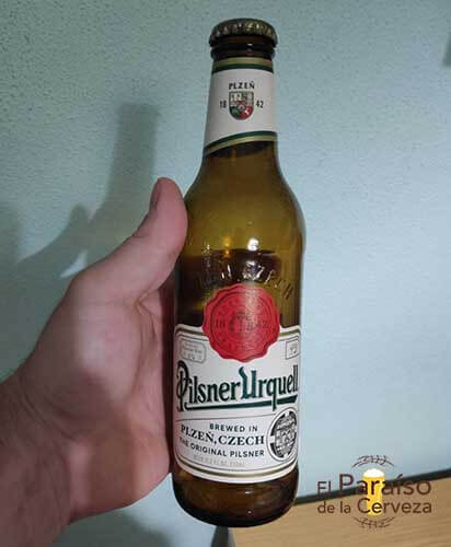 Pilsner Urquell cerveza republica checa botellina mano El paraiso de la cerveza