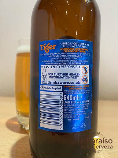 La cerveza Tiger Asian Lager asiatica de Singapur
