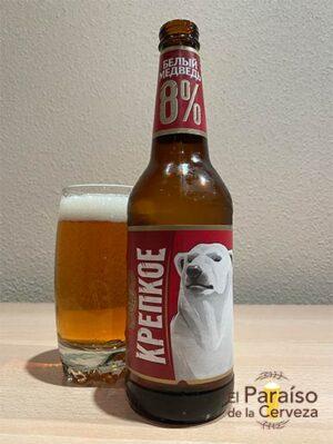 La cerveza Beliy Medved Krepkoe Oso Blanco Roja - Белый медведь de Rusia